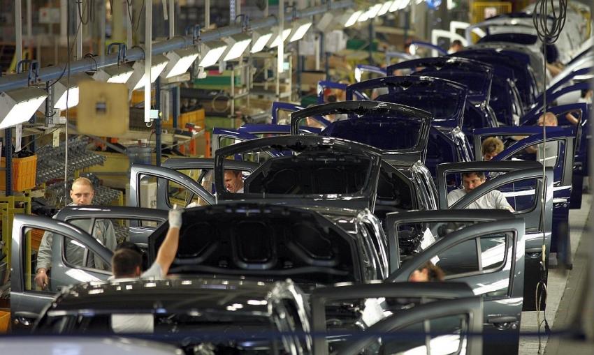 Din lipsă de comenzi, peste 1000 de angajați de la Dacia, trimiși în șomaj tehnic