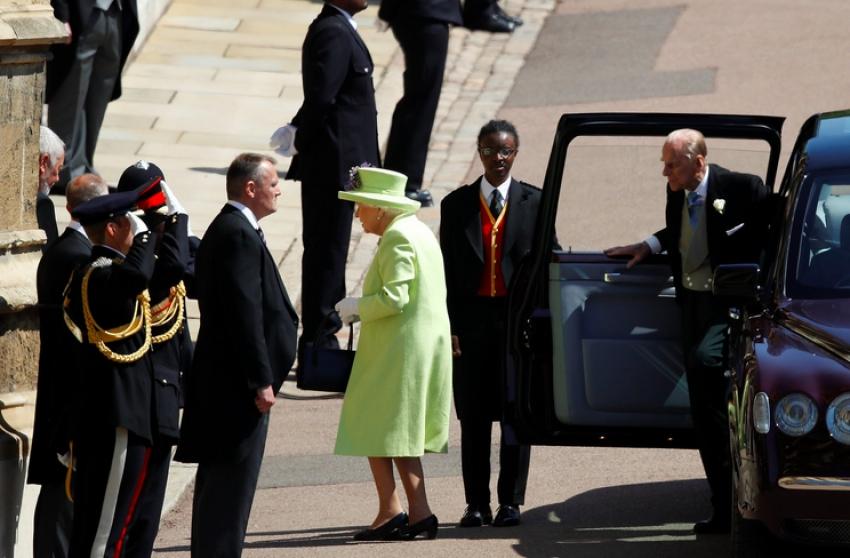 Video și foto! Ținuta cu care a uluit asistența Regina Elisabeta la nunta prințului favorit