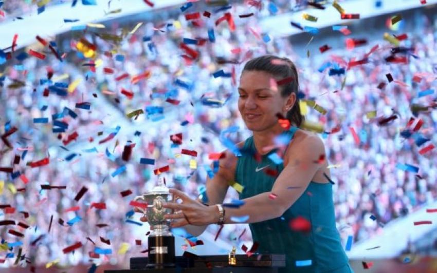 Video! Simona Halep, regina neîncoronată a României! Zeci de mii de români au aplaudat-o la prezentarea trofeului