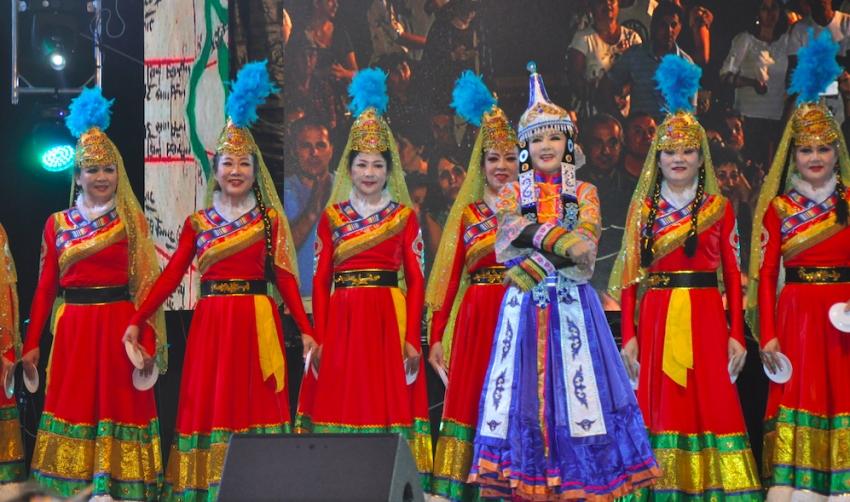 Video! Mii de spectatori la închiderea Festivalului Internațional de Folclor Carpați