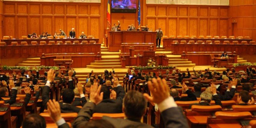 Parlamentul a dat liber la angajări la stat