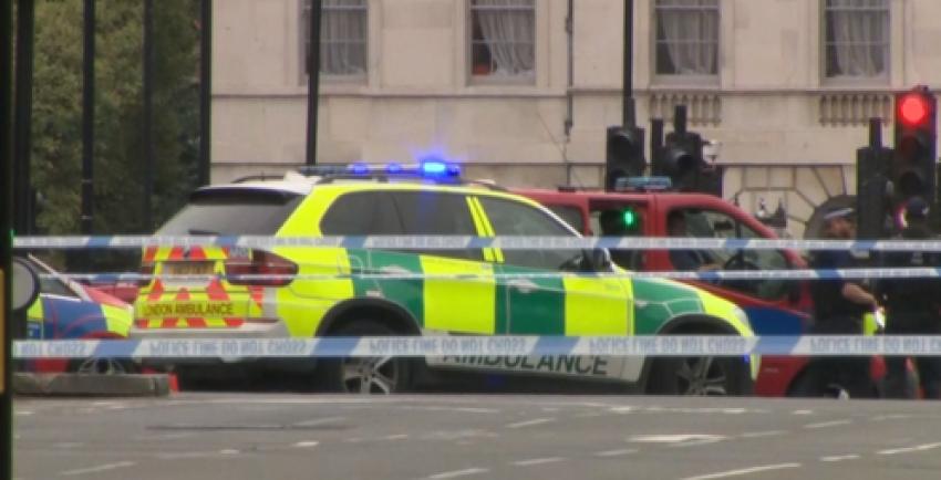 Video! Atac terorist la Londra. O mașină a intrat în bariera Parlamentului britanic