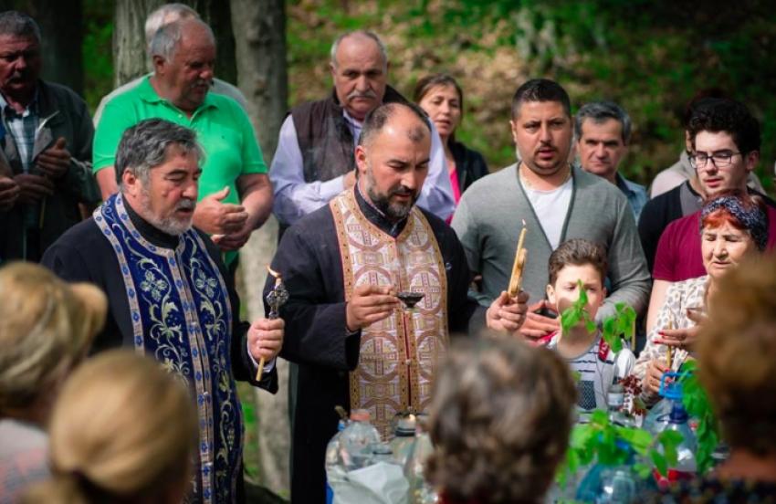 Mioveni: Mii de creștini au luat Agheasma Mică