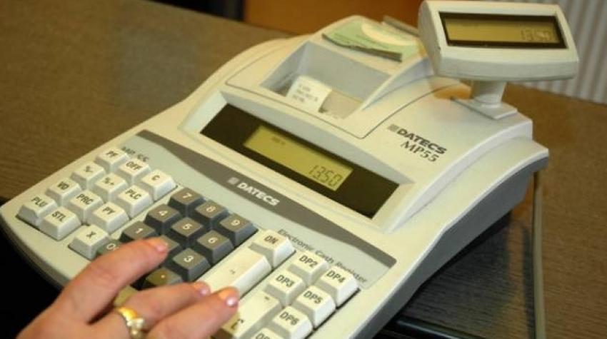 Important pentru firme! Ministerul Finanțelor a stabilit ca nerespectarea termenului de dotare cu noile case de marcat să intre sub incidența Legii prevenirii
