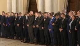România lui Orban. PNL a ajuns la putere. Dăncilă: PSD, oficial în opoziție! Dan Bica, selfie la depunerea jurământului