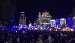 Feerie ca-n povești! S-au aprins luminițele de sărbători la Mioveni