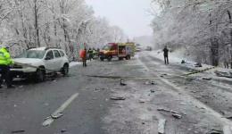 Accident grav în Argeș! Doi morți după o coliziune între un TIR cu butelii de oxigen și două autoturisme. Trafic blocat