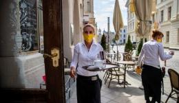 Tătaru: De la 1 iunie se deschid terasele, după 15 iunie și plajele. Ce condiții vom suporta