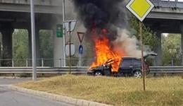 Video! Trafic blocat la Podul Viilor, la intrarea în Pitești. O mașină a luat foc