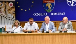 Video! 21 de drumuri județene, în lucru. Până la finalul anului, asfaltări și în curtea Ambulanței Argeș  și la Vila Florica