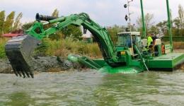 Video! Investiție majoră la Administrația Bazinală de Apă Argeș – Vedea: a fost cumpărată o dragă amfibie multifuncțională