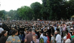 Peste 20.000 de oameni la Târgoviște la slujba dedicată Sfântului Nifon