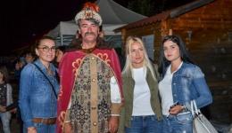 Video! Turiștii s-au întâlnit cu Vlad Țepeș la poalele Cetății Poenari