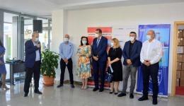 Video! Dacia și furnizorii săi din Argeș au donat măști și dezinfectanți școlilor din Mioveni. Primăria a cumpărat tablete cu internet