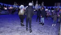S-a deschis patinoarul din centrul Mioveniului. Care sunt prețurile