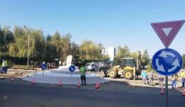 Atenție! Un nou sens giratoriu la Mioveni la intersecția dintre Bdul IC Brătianu cu strada 1 Decembrie
