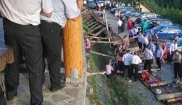Imagini terifiante la o nuntă! Zeci de nuntași în pericol. Intervin 10 ambulanțe și un elicopter, a fost activat PLANUL ROȘU