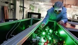 Oficial! Laserul de la Măgurele, cea mai mare putere din lume: cât a zecea parte din întreaga putere a Soarelui concentrată pe un milimetru!