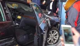 Imagini uluitoare! A înjunghiat proprietarul unei mașini pe care a furat-o, apoi a spulberat mai multe persoane lângă mall-ul din Brăila! Copii printre victime