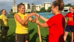 O echipă de fotbal din Olanda a luat lecții de oină de la echipa din Mioveni